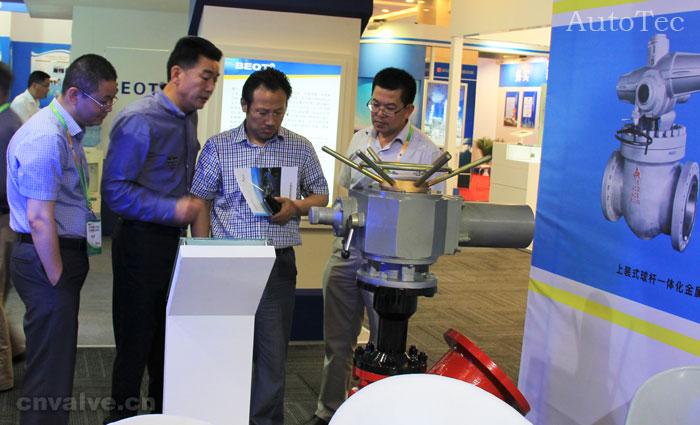 中国国际煤化工展览会嘉宾参观奥科自控设备产品